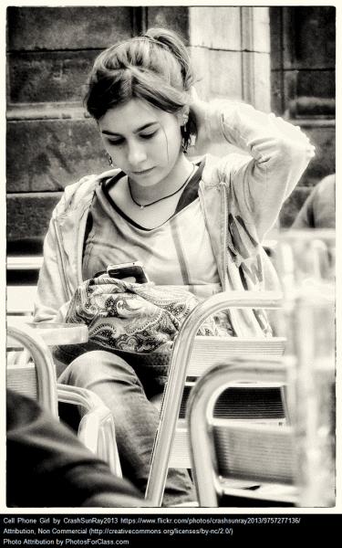 girl_cellphone
